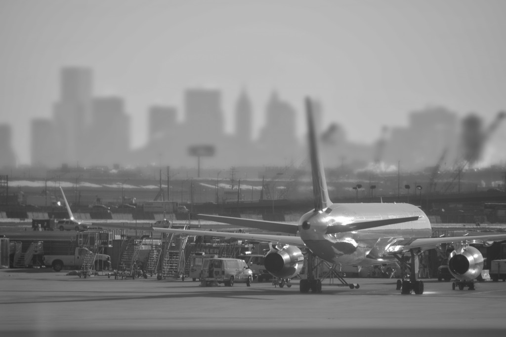 NYC Newark Airport plane Skyline